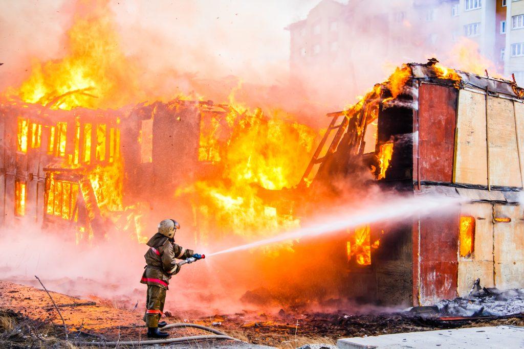 Os prédios públicos e antigos estão em risco, descubra por que!